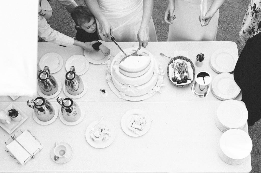 38_Hochzeitsfotograf_Berlin_Torte_Tisch