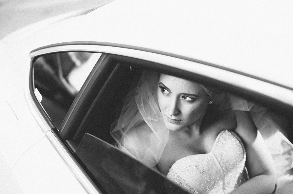 Hochzeitsfotograf_Berlin_Auto_Fenster