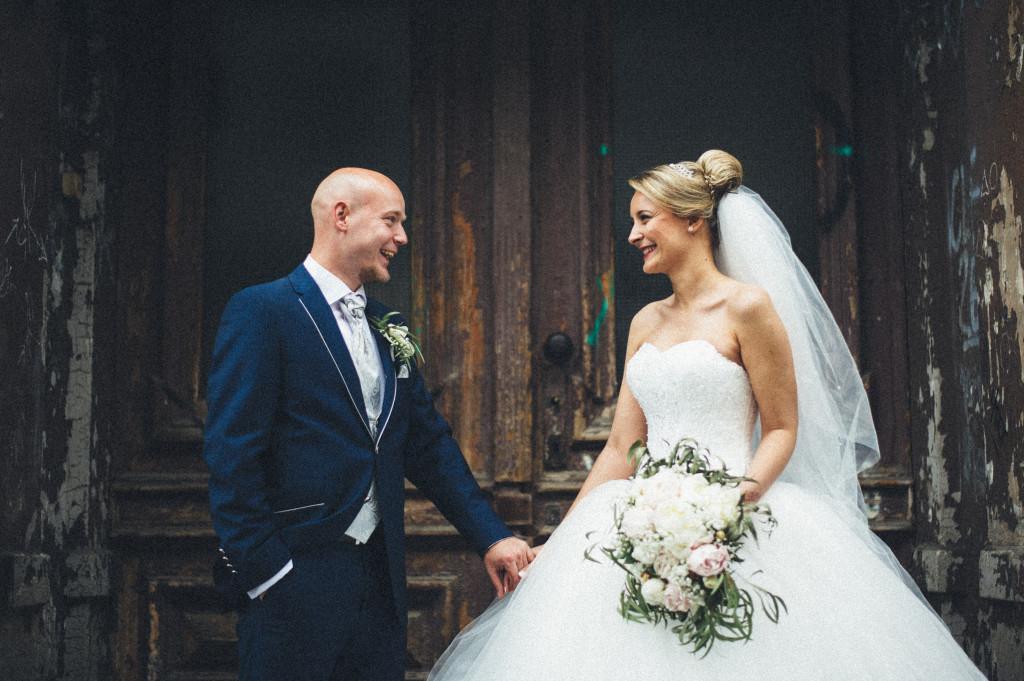 Hochzeitsfotograf_Berlin_Portrait_shabby_Tür