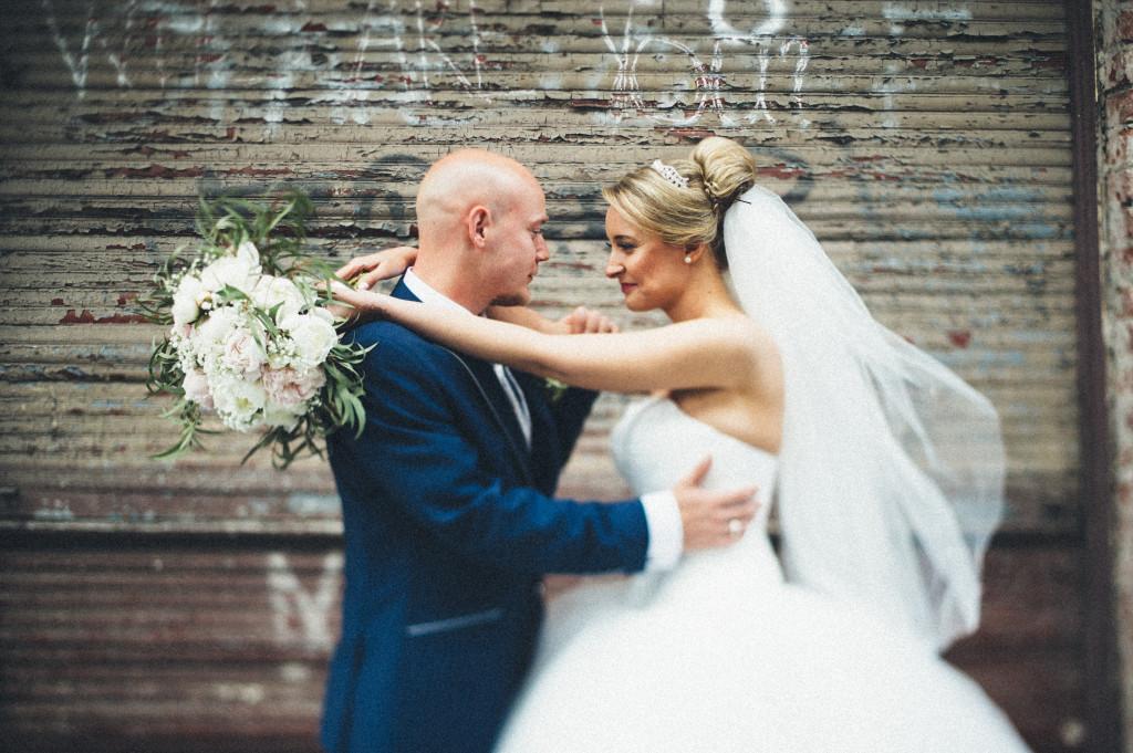 Hochzeitsfotograf_Berlin_Portrait_shabby_Umarmung