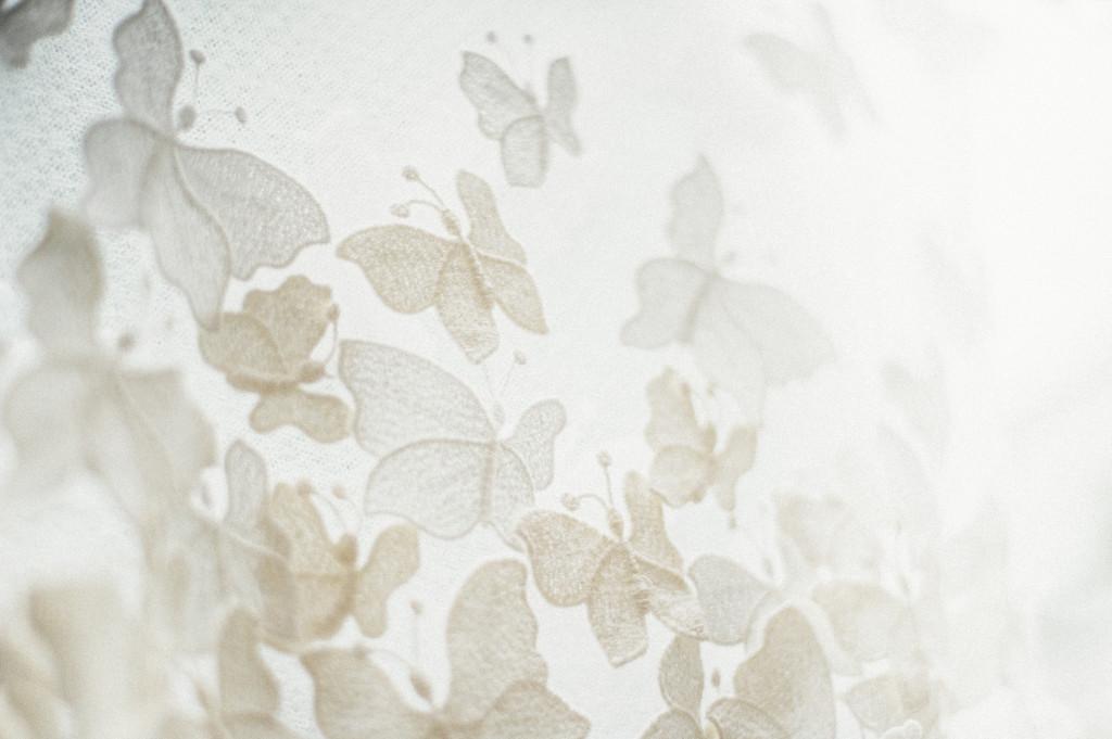 03_Hochzeitsfotograf_Berlin_Brautkleid_Detail