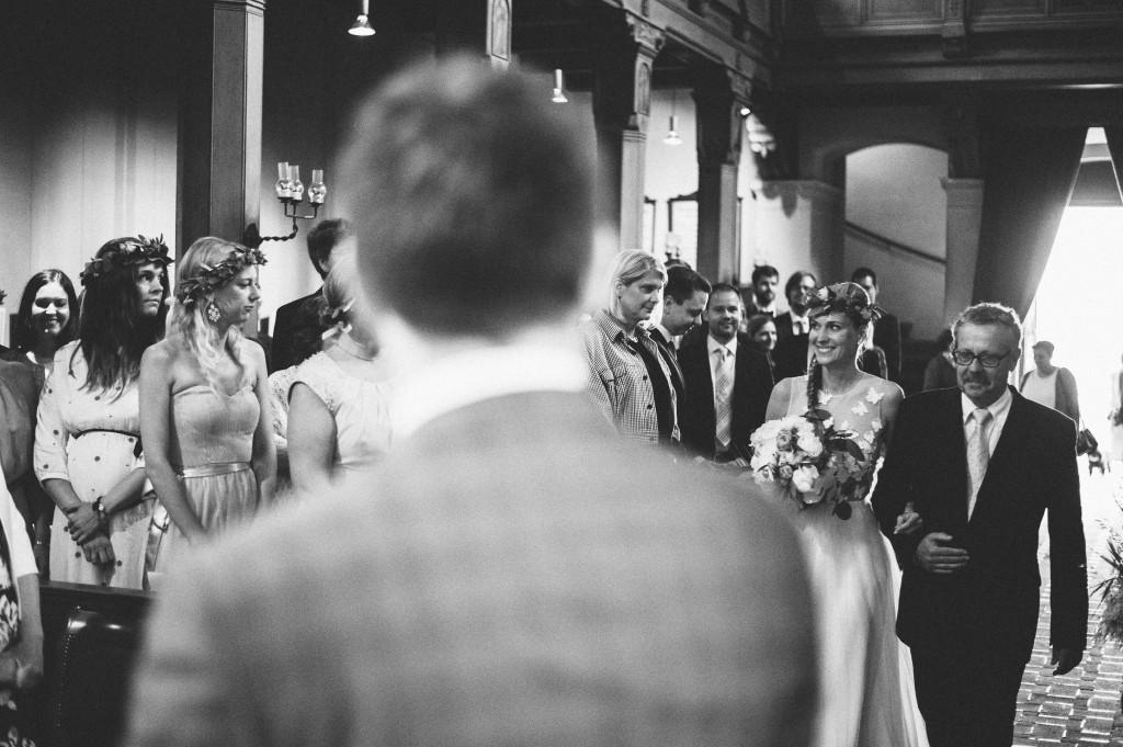 11_Hochzeitsfotograf_Berlin_krichliche_Trauung_Einmarsch