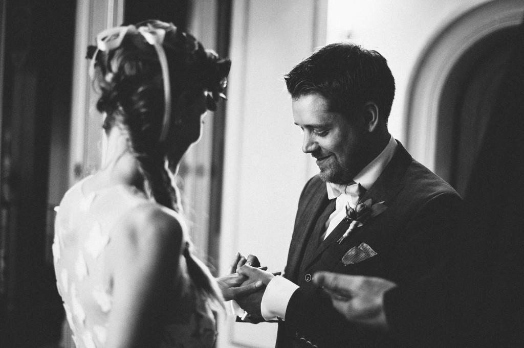 17_Hochzeitsfotograf_Berlin_krichliche_Trauung_Ringtausch