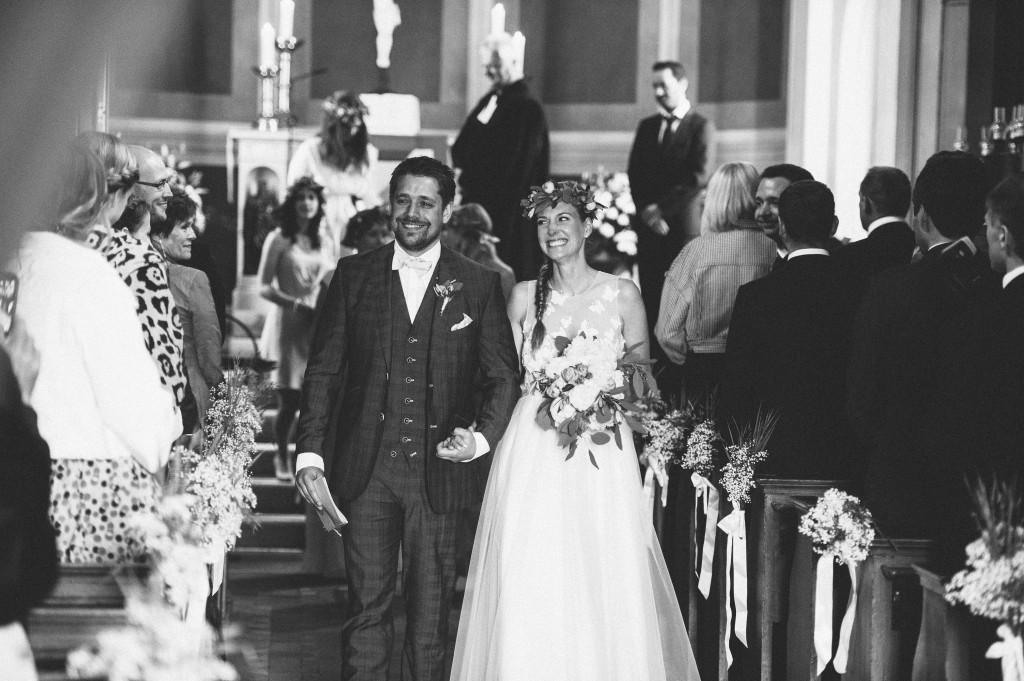21_Hochzeitsfotograf_Berlin_krichliche_Trauung_Ausmarsch