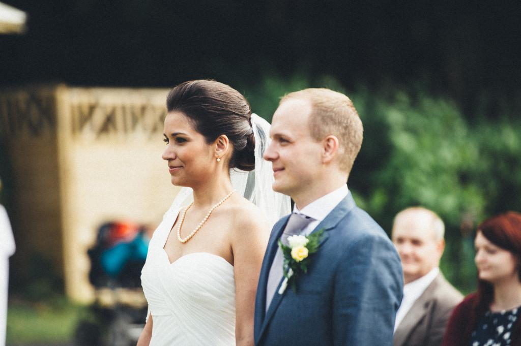16 Hochzeitsfotograf Berlin freie Trauung im Freien