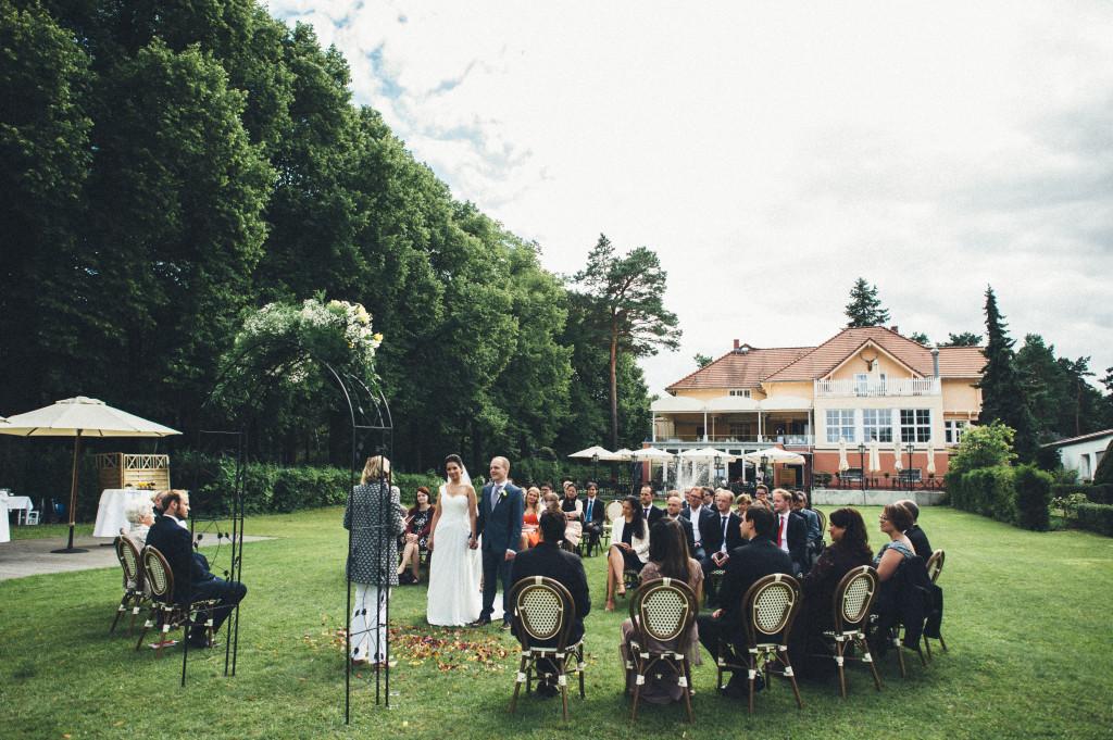 18 Hochzeitsfotograf Berlin freie Trauung im Freien