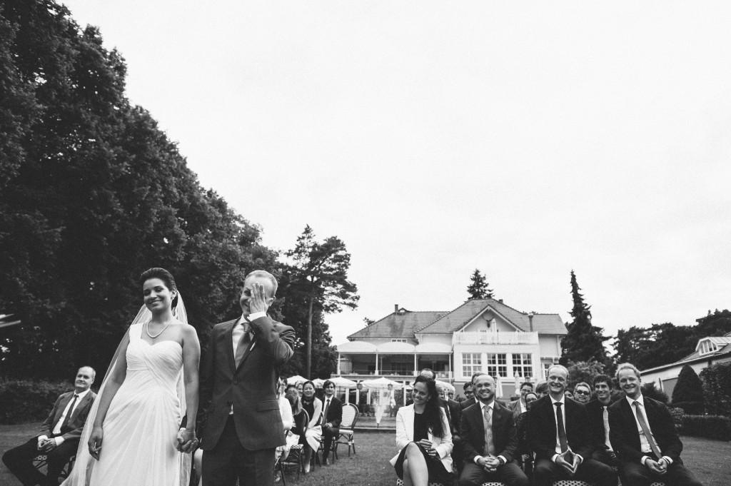21 Hochzeitsfotograf Berlin freie Trauung im Freien