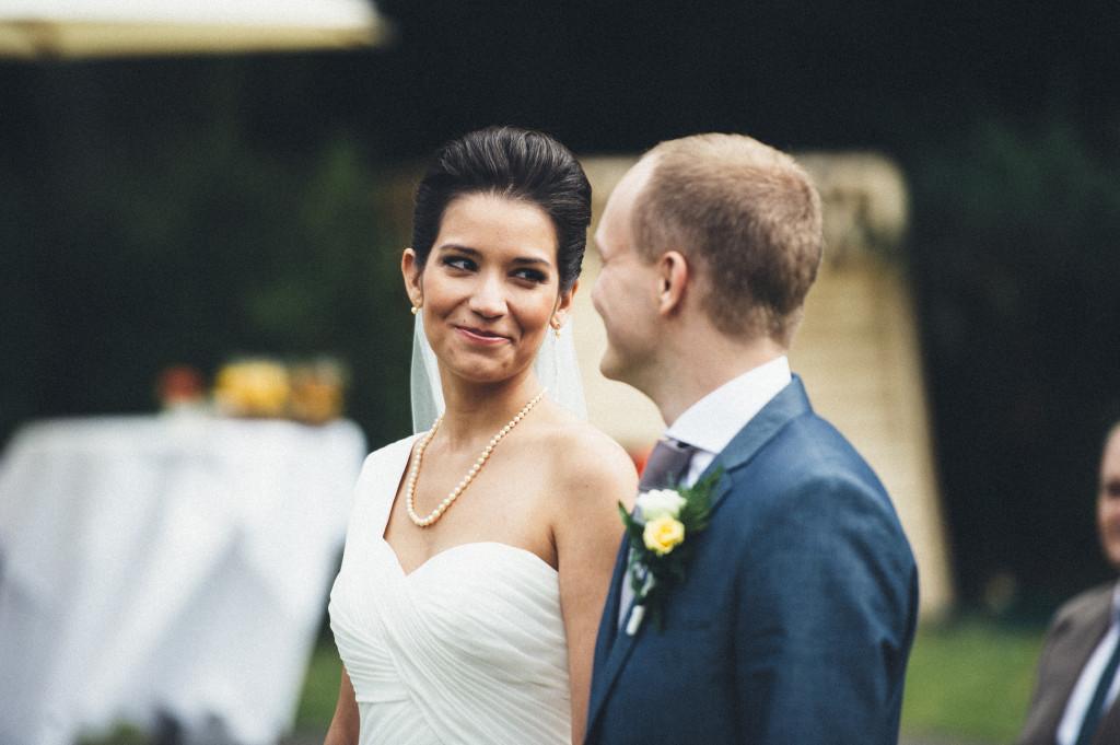 23 Hochzeitsfotograf Berlin freie Trauung im Freien