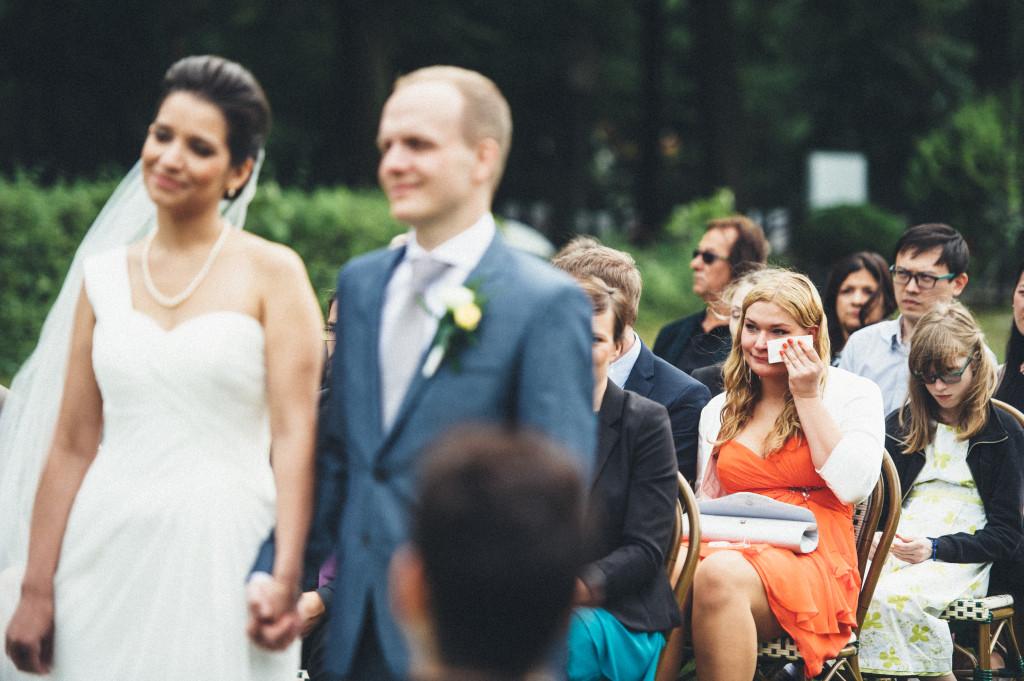 24 Hochzeitsfotograf Berlin freie Trauung im Freien