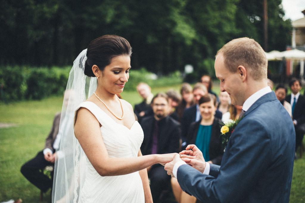 28 Hochzeitsfotograf Berlin freie Trauung im Freien