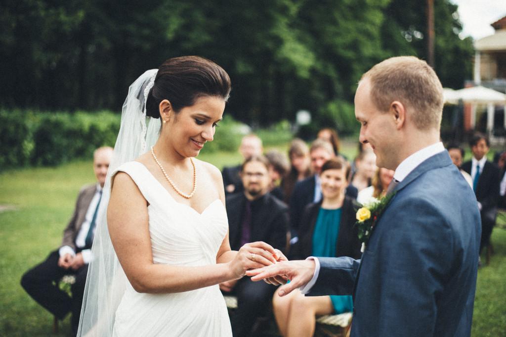 29 Hochzeitsfotograf Berlin freie Trauung im Freien