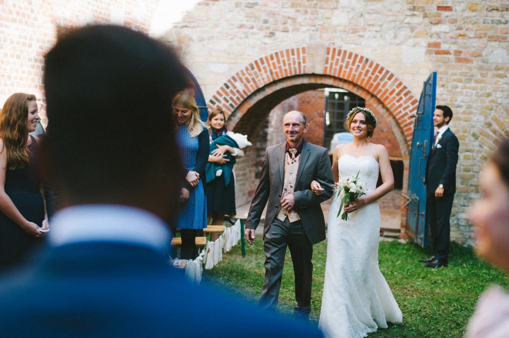 60 Hochzeitsfotograf Berlin freie Trauung Einmarsch