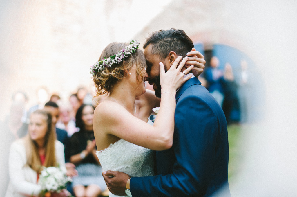 77 Hochzeitsfotograf Berlin freie Trauung Kuss